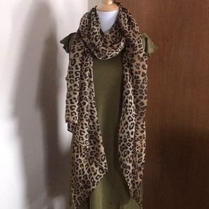 Accessories - Large Leopard Print Scarf